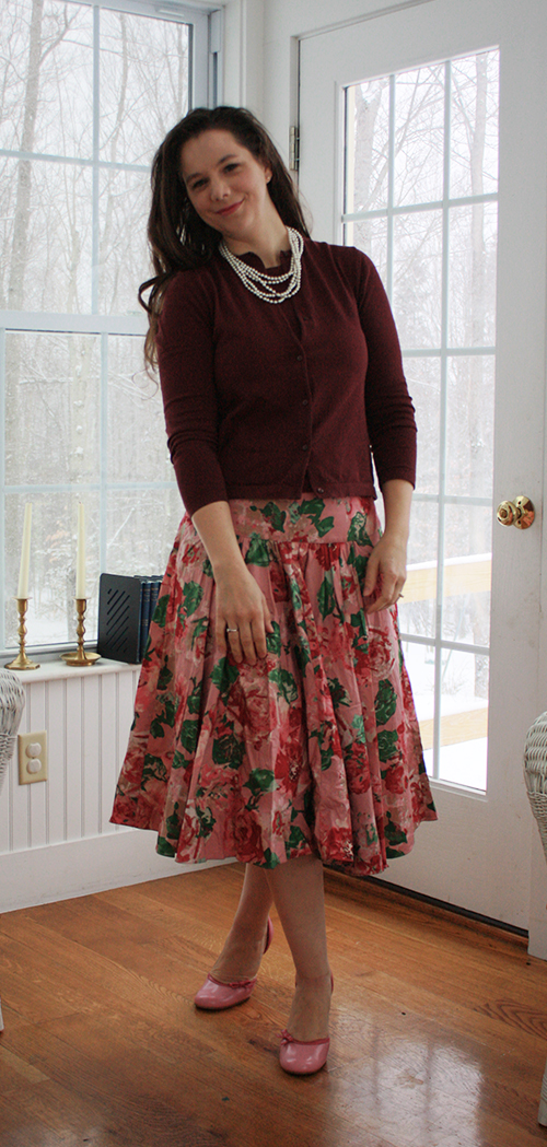 valentines-outfit-floral-skirt